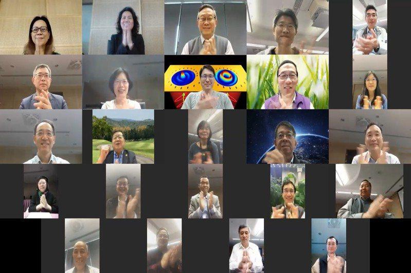 清華大學向醫護致敬短片最後,行政及教學主管透過視訊同框鼓掌。圖/清大提供
