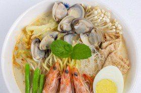 台北上班族注意!憑名片可免費吃「星洲海鮮叻沙」