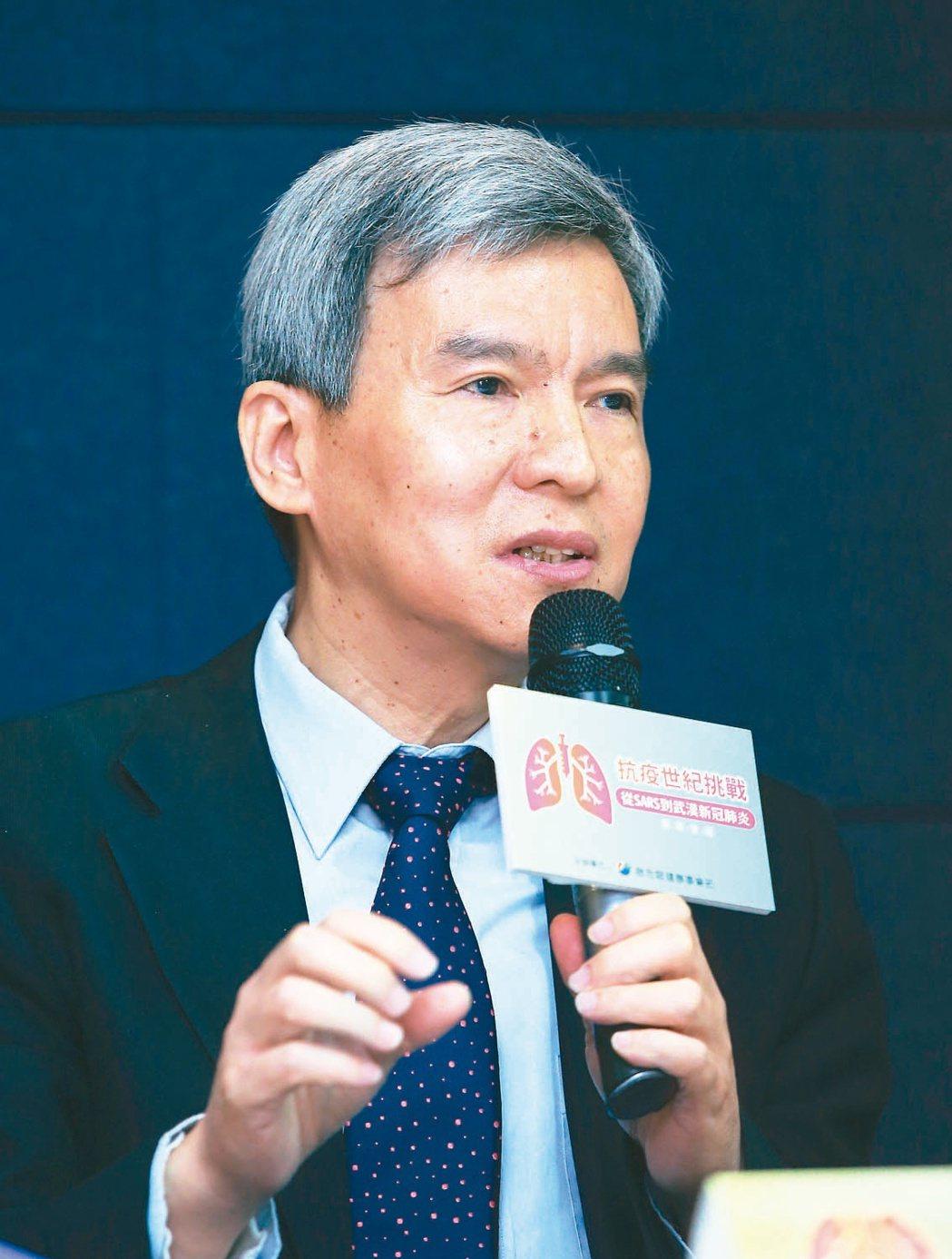 國衛院副院長司徒惠康指出,國衛院於1個多月前向疾管署取得新冠肺炎的活體病毒,研究...