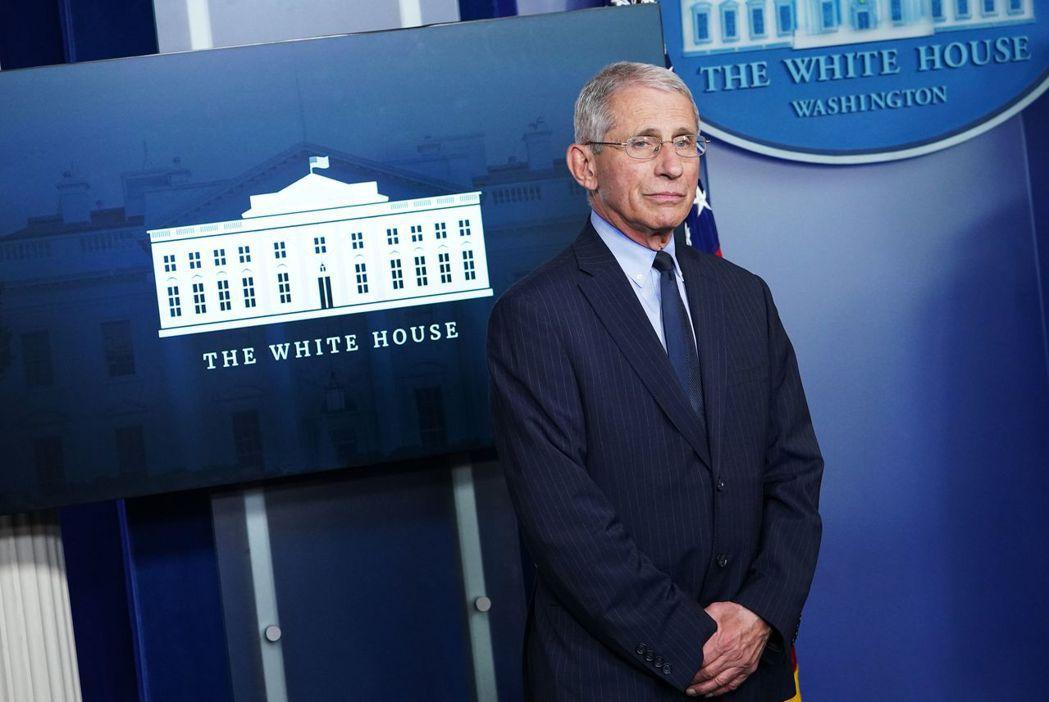 佛奇1日出席白宮例行疫情記者會。法新社