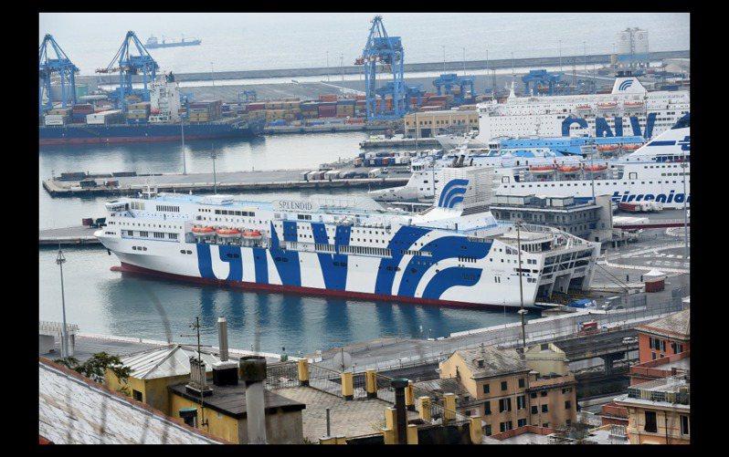 義大利將SPLENDID號渡輪改裝為新冠肺炎專用醫療船。 路透
