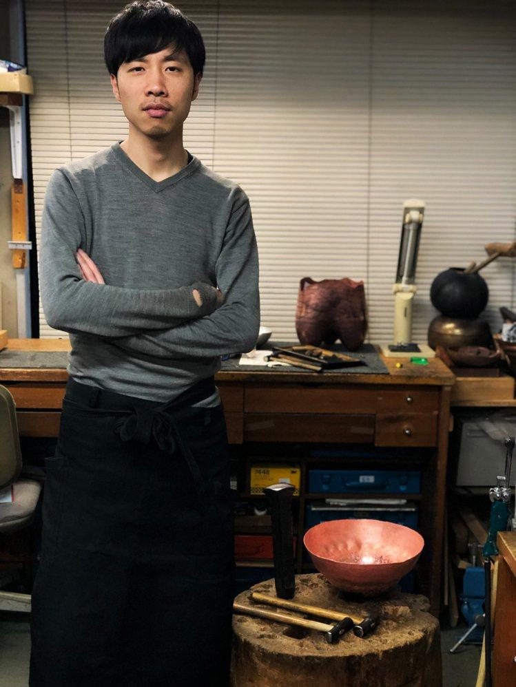 日本金工工藝藝術家井尾鉱一(Koichi lo)也參與了LOEWE EN CAS...
