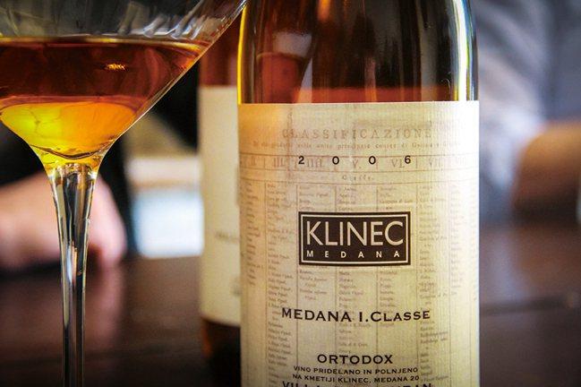 橘酒是一種將白色葡萄品種以釀造紅酒方式製成的葡萄酒。 圖/積木文化提供