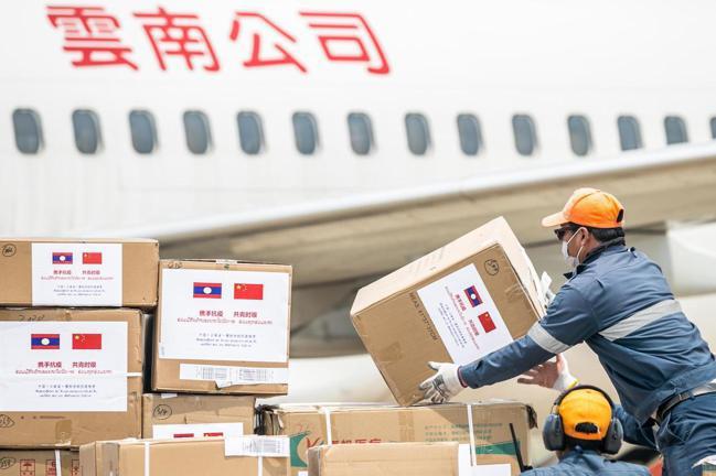 雲南醫療專家組成的支援抗疫專機,已於3月29日帶著醫療救治、防護物資及中西藥品,...