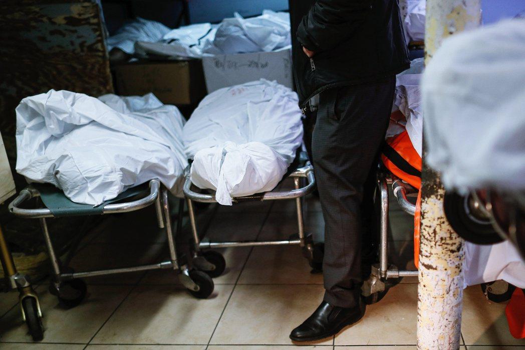 紐約市的火葬設備,就仍因「環保法規」的限制而無法延長、甚至沒得讓火化設備24小時...