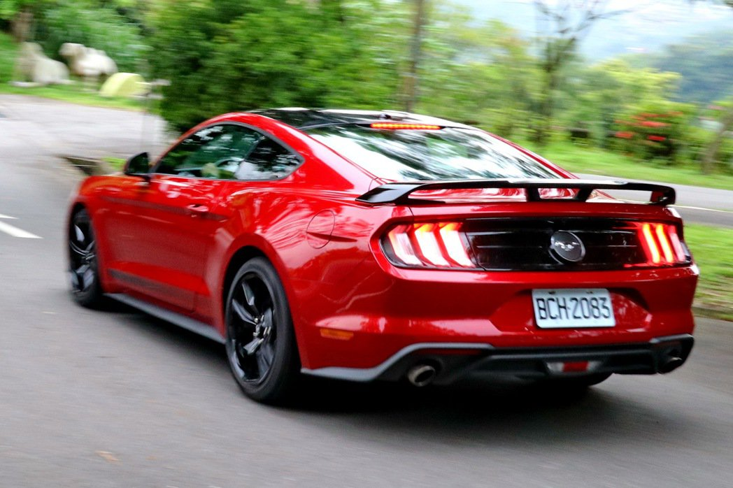 Ford Mustang Black Shadow Edition在加入專屬套件...
