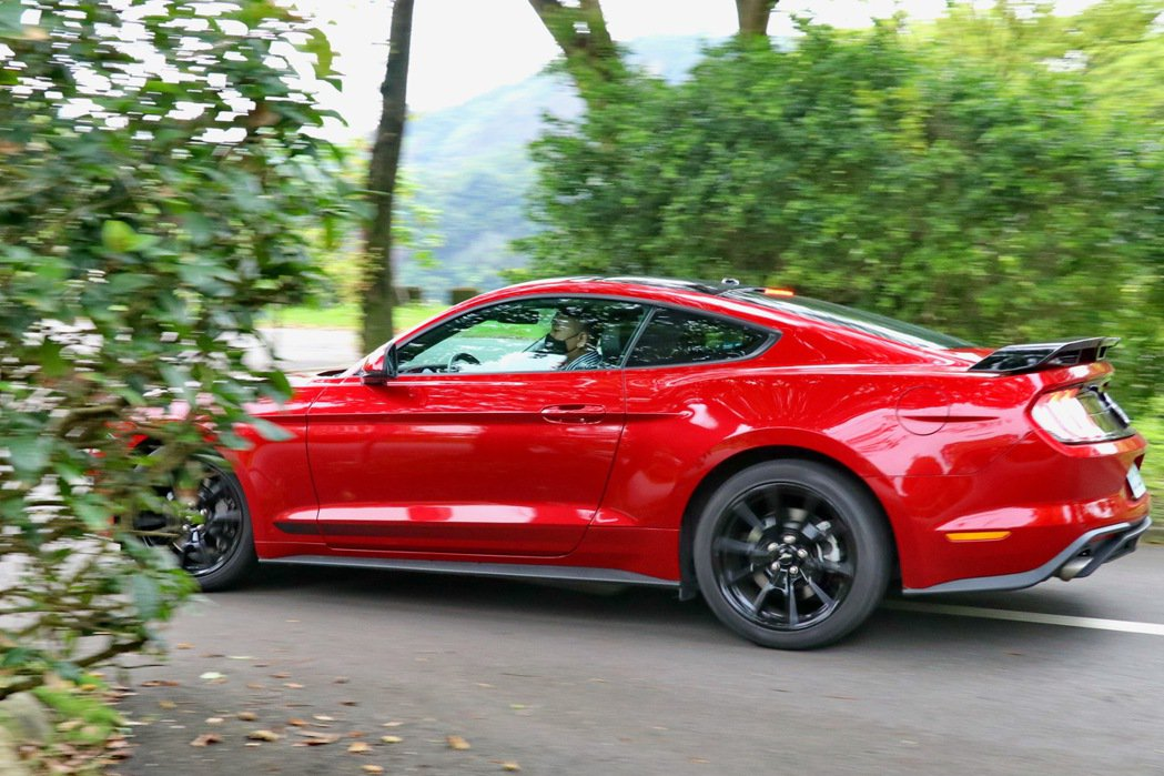 Ford Mustang Black Shadow Edition限量僅30台。...