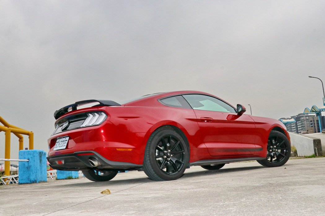 Ford Mustang Black Shadow Edition維持野馬跑車一...
