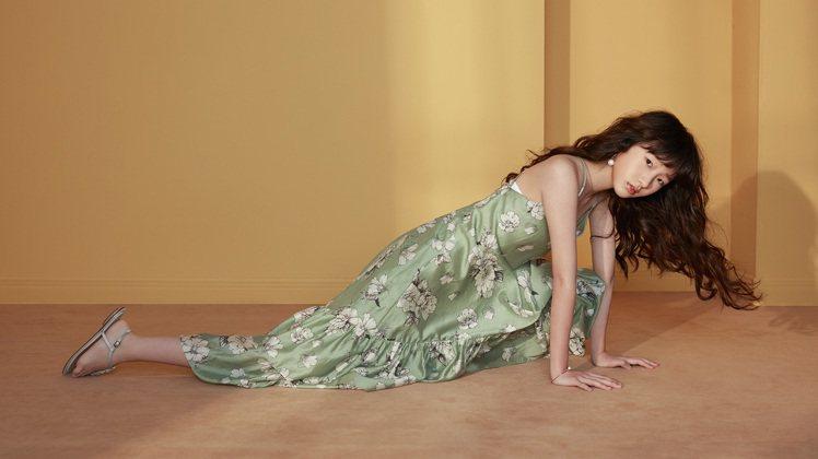 Elly許曦文拍攝服裝品牌Jorya春夏形象廣告。圖/摘自Jorya官網