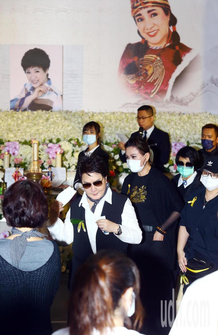 楊麗花歌仔戲團戲曲導演與當家丑角的小鳳仙(陳麗如)3月17日過逝,今日上午在板橋...