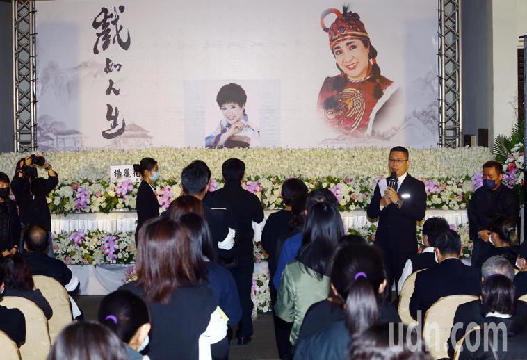 楊麗花歌仔戲團戲曲導演與當家丑角的小鳳仙(陳麗如),3月17日過逝,今日上午在板...