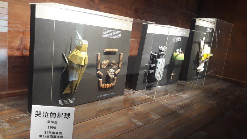 南瀛獎歷屆首獎精選作品,總爺廠長宿舍展出到7月。記者周宗禎/攝影
