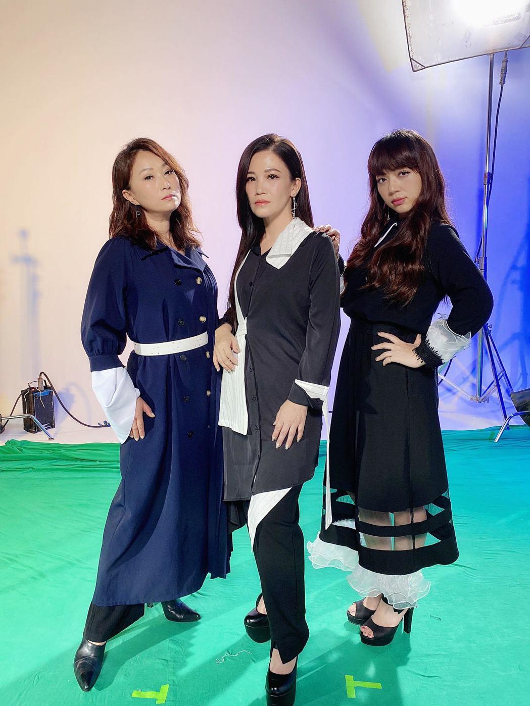 王瑞霞(左起)、黃妃和秀蘭瑪雅為手遊代言合唱主題曲「上水的輪迴」。圖/米樂士娛樂