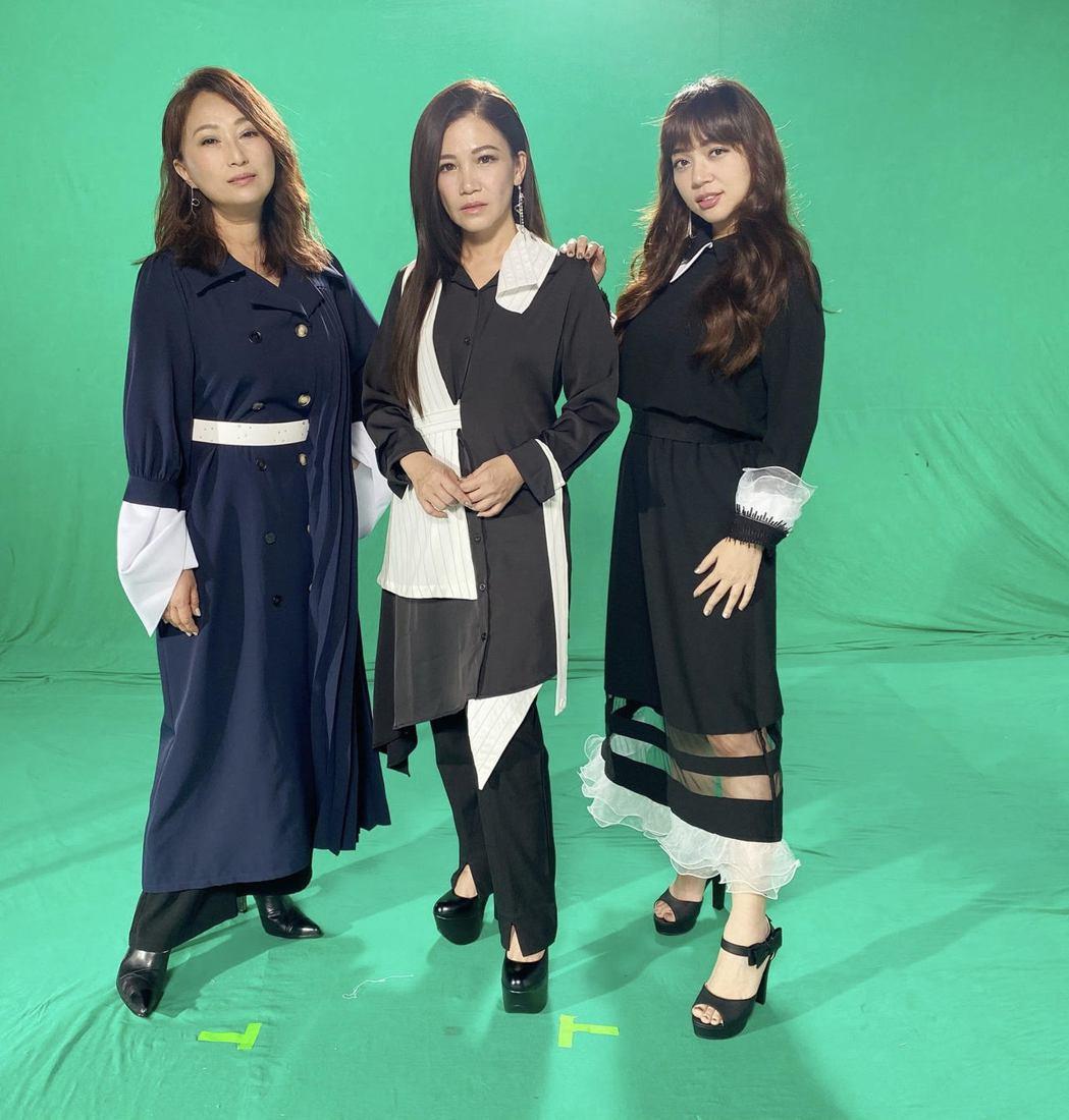 王瑞霞(左起)、黃妃和秀蘭瑪雅為手遊代言合唱主題曲「上水的輪迴」。圖/米樂士娛樂...