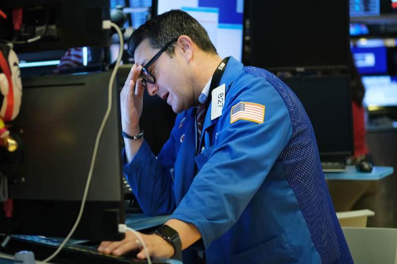 美國非農就業數據一公布後,美股三大期指應聲跌逾1%。法新社