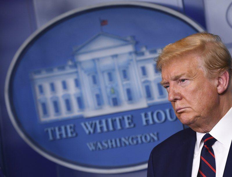 川普2日出席白宮疫情記者會。歐新社