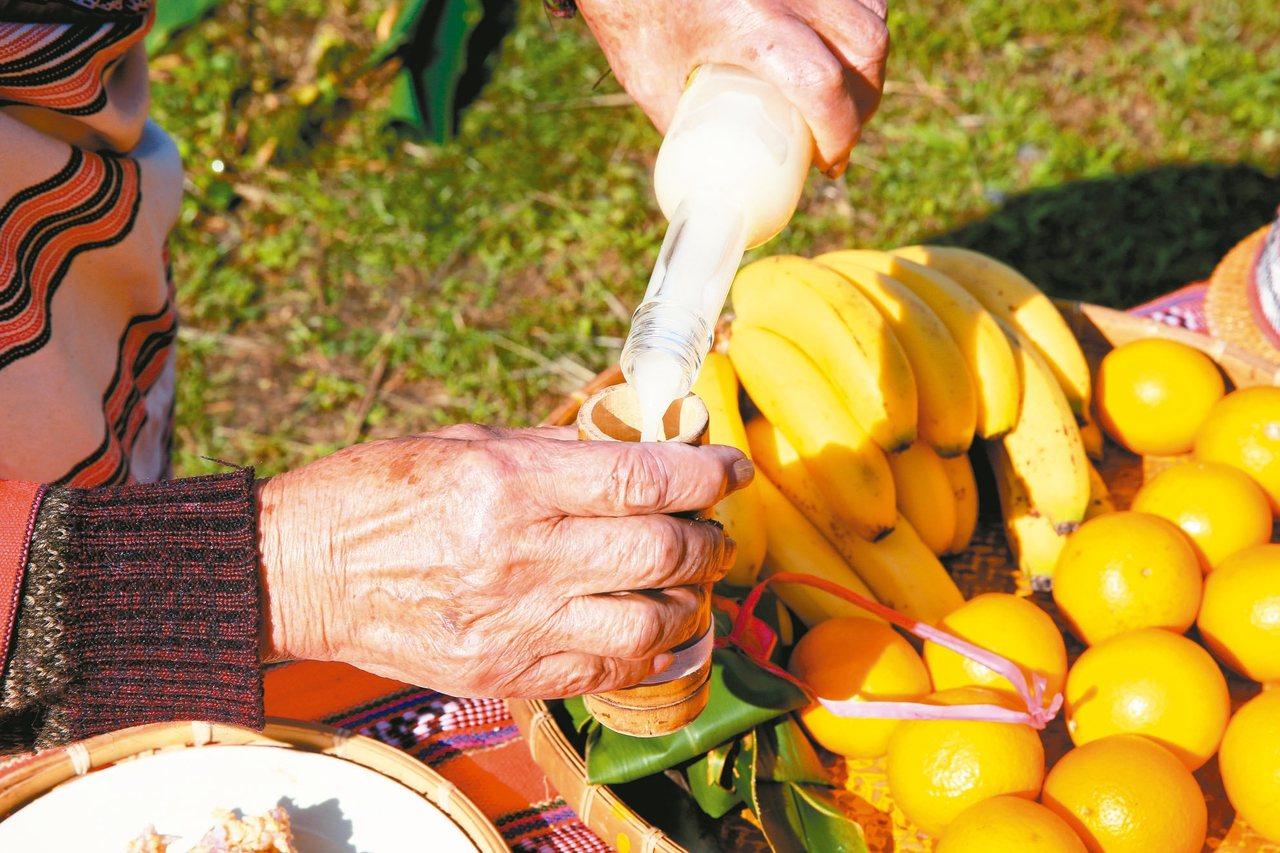泰雅族部落原住民進行小米祭祭典,祈求作物豐收。記者葉信菉/攝影