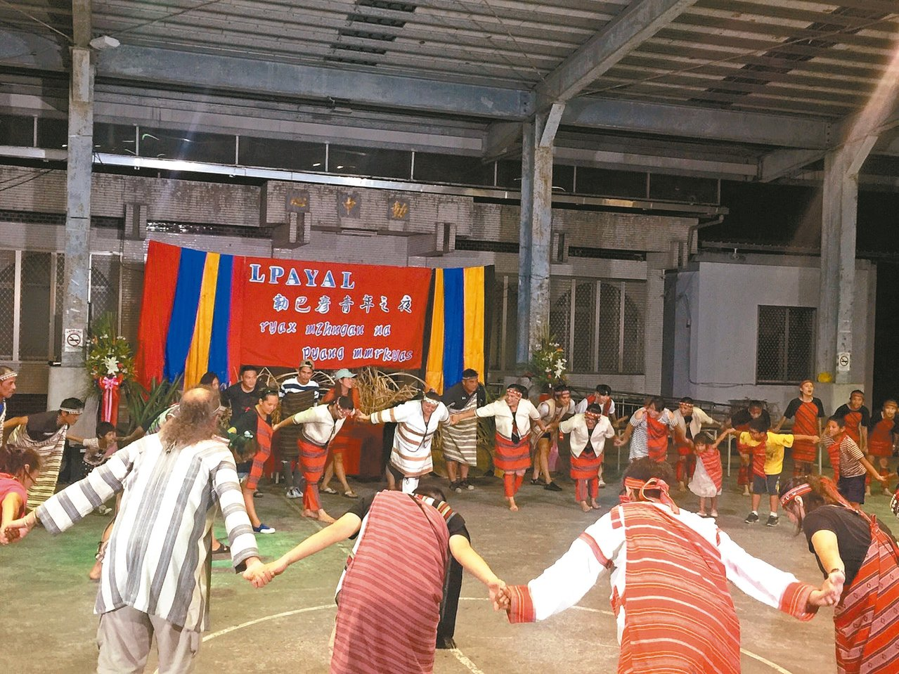 部落很多青年學子在外就業求學,一年一度的小米收穫祭的晚上,會辦理「勒巴彥青年之夜...