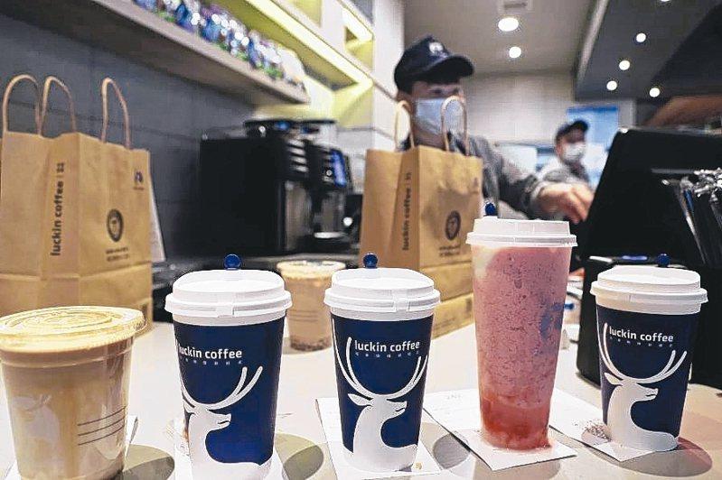瑞幸咖啡財務造假,公司董事長陸正耀旗下的神州租車和神州優車也受衝擊。 中新社