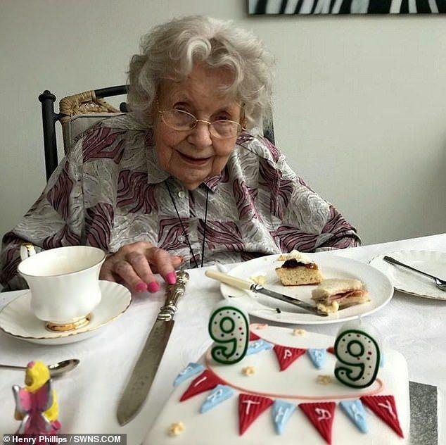 英國這位99歲老婦先前確診新冠肺炎卻奇蹟般康復。圖擷自Daily News
