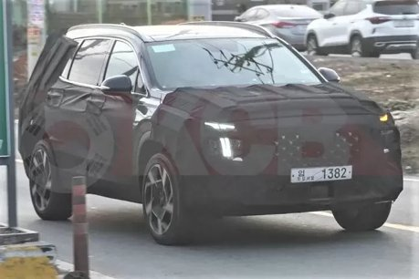 有望加入Hybrid、PHEV車型 小改款Hyundai Santa Fe偽裝車現蹤!