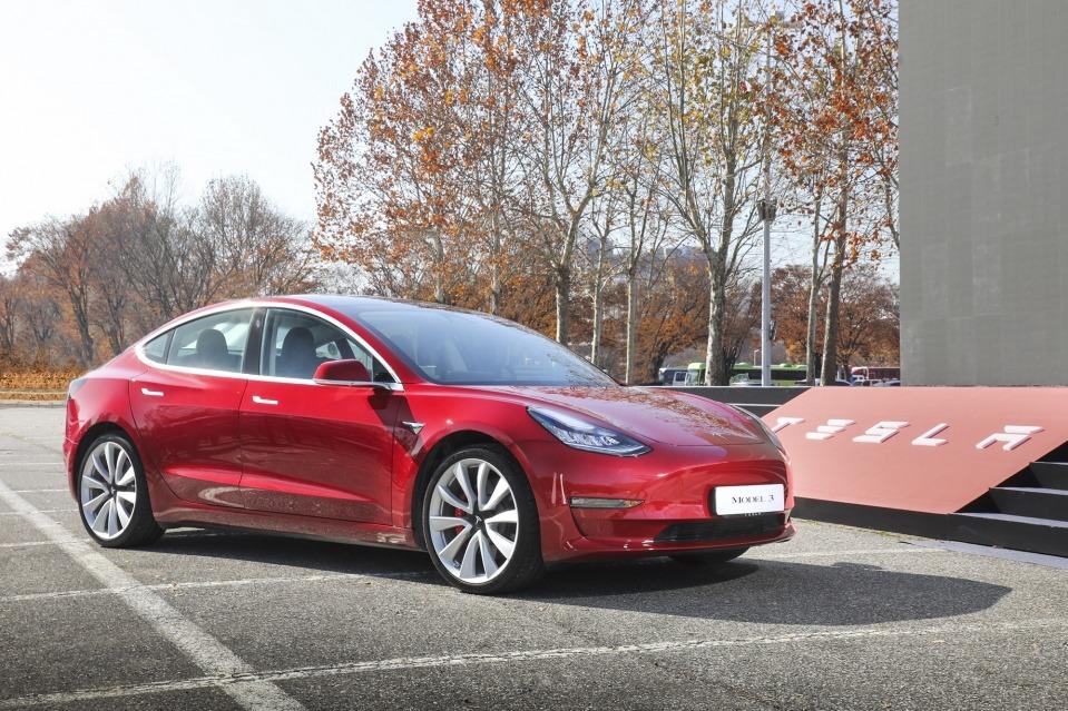 擊敗盤踞17個月王位的賓士E-Class Tesla Model 3躍升三月韓國進口車冠軍!