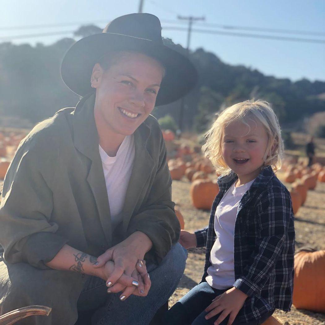紅粉佳人與兒子詹姆森都出現新冠肺炎症狀。圖/摘自Instagram