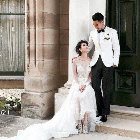 蔡詩芸結婚時搭襯的就是經典Sergio Rossi美人魚鞋款。 圖/Sergio...