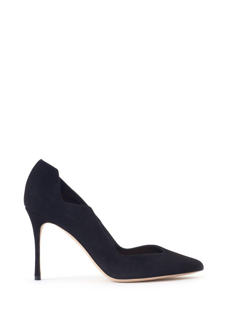 迪麗熱巴選穿的Sergio Rossi黑色高跟鞋款。圖/MINOSHIN提供
