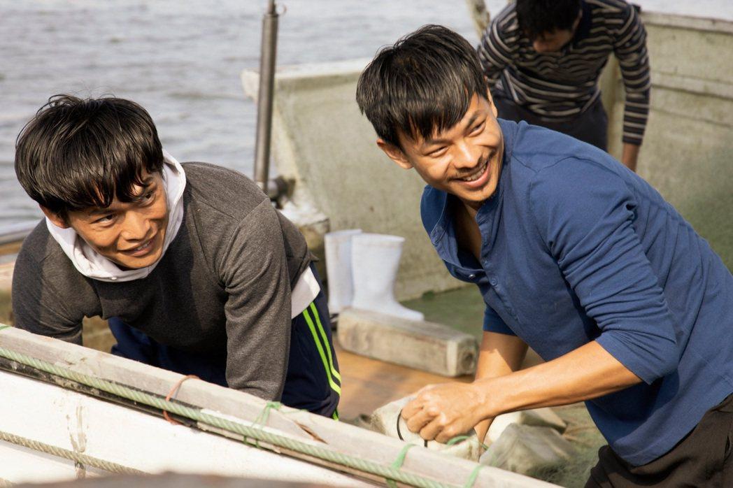 黃鐙輝(左)、孫綻為做好拍攝「無主之子」角色功課,還提早體驗船上生活。圖/民視提...