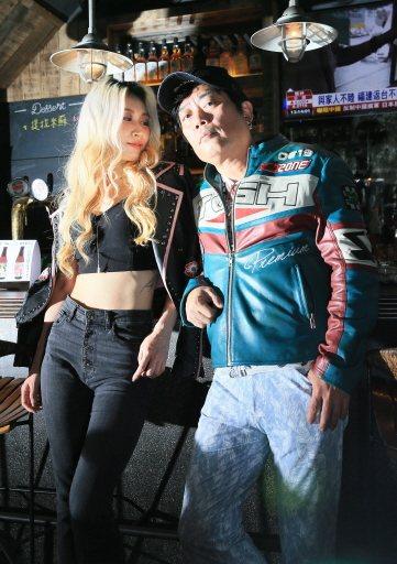 呂婕菲(左)與知名製作人老公凃惠源結婚10年,感情依舊甜蜜,羨煞旁人。記者潘俊宏