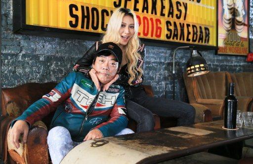 呂婕菲(右)與知名製作人老公凃惠源結婚10年,感情依舊甜蜜,羨煞旁人。記者潘俊宏...
