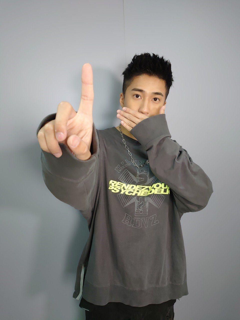 婁峻碩日前獲Hit FM邀請擔任防疫舞蹈小尖兵,將律動感十足的新歌「COLORF...