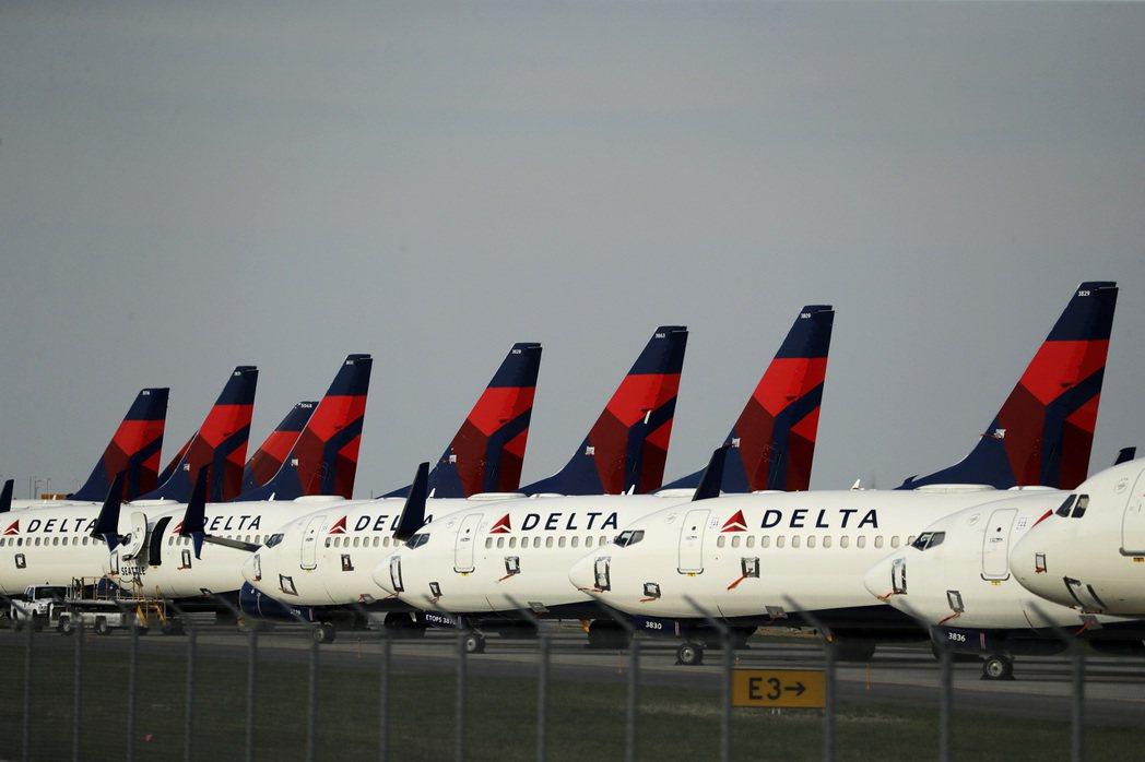 「股神」巴菲特的波克夏公司表示出售了達美航空公司的部分持股。(美聯社)