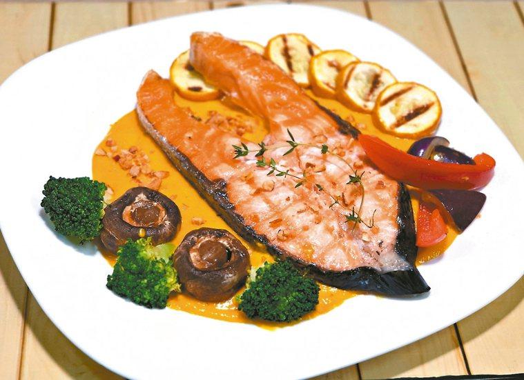 香烤(煎)鮭魚彩椒佐南瓜優格汁(3人份)
