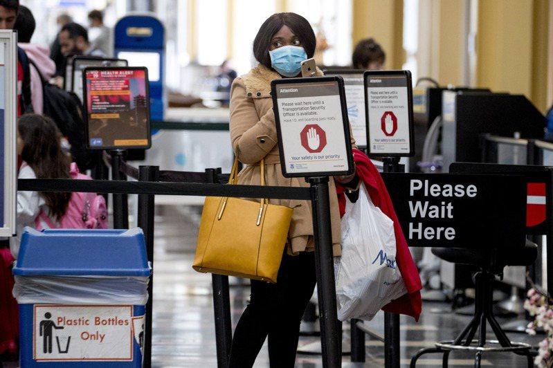 美國紐瓦克機場出現聯邦TSA人員新冠死亡首例。圖/世界日報提供