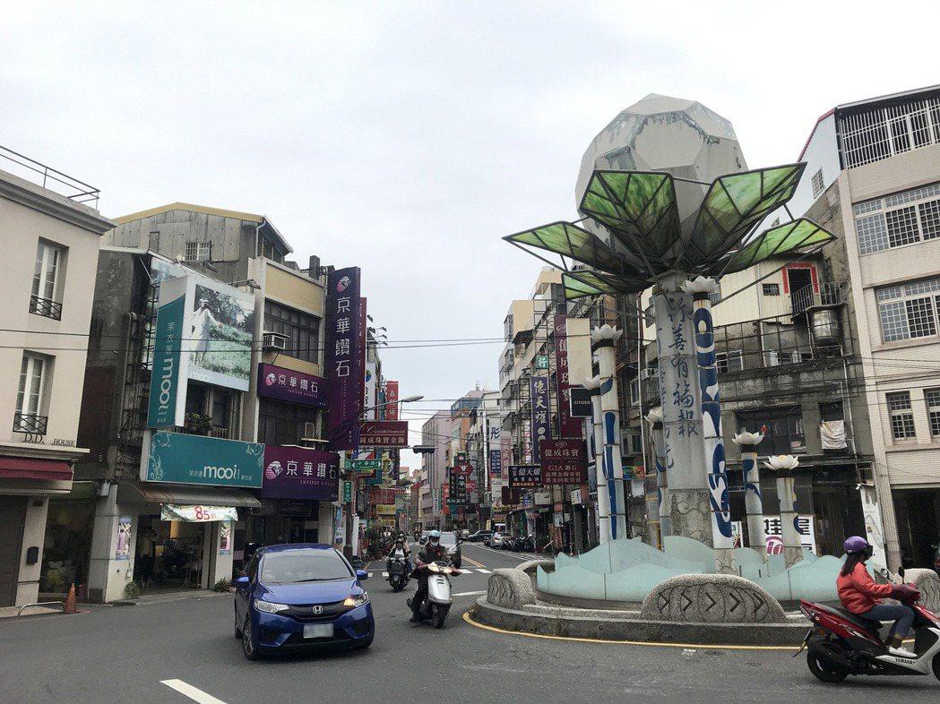 最近一個月來,彰化市有多間餐廳或商店宣布停業,有房仲業者指出,商店關門原因各有差...
