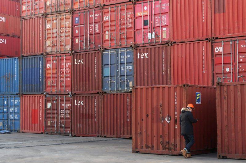 中國商務部與海關官員表示,為提供有關國家地區力所能及的支持和幫助,中國不會限制醫療物資出口。圖/路透社資料照