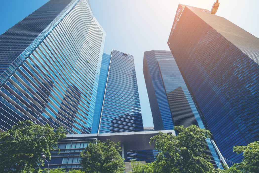 一名網友PO文表示,他不曉得住在20樓以上「高樓層」的缺點有哪些,於是就詢問網友...