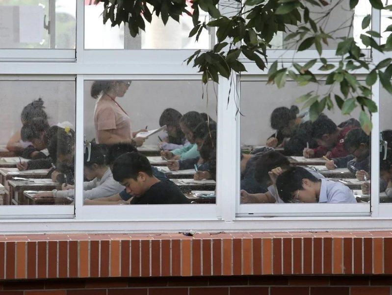 國中教育會考竹竹苗區模擬考,新竹縣成功、新竹市培英國中5A分數學生,比全苗栗縣加起來還多。圖/本報資料照片