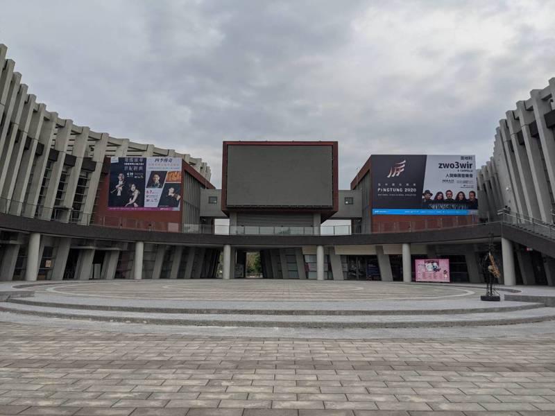 目前屏東演藝廳表演節目至6月已全數取消或延期。記者陳弘逸/攝影