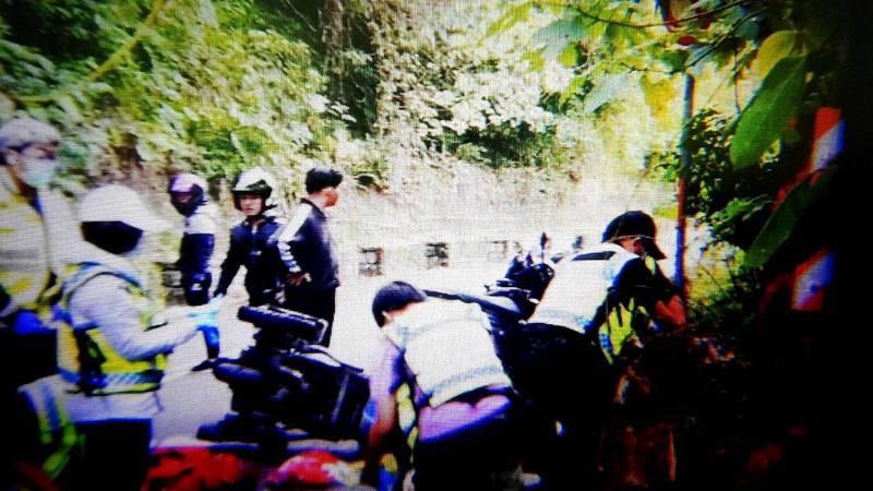 台中市蔡姓市民昨晚騎著肢障者用的三輪機車載兒子由南投經太平區山路返家時,未料因跌倒導致兩人因此死亡。圖/民眾提供