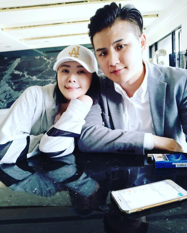 蕭淑慎(左)與老公梁軒安。圖/摘自臉書