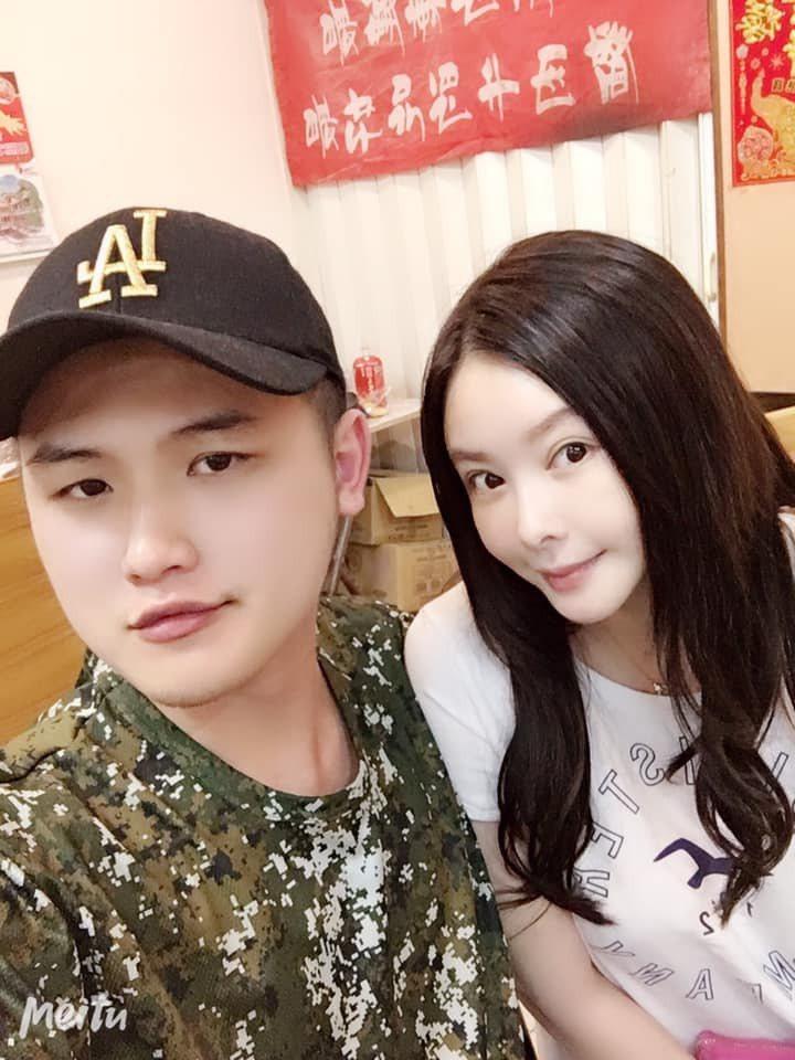 蕭淑慎(右)與老公梁軒安。圖/摘自臉書