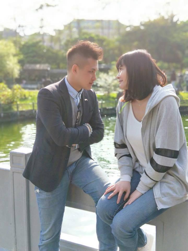 蕭淑慎(右)與小15歲的老公梁軒安婚後常放閃。圖/摘自臉書