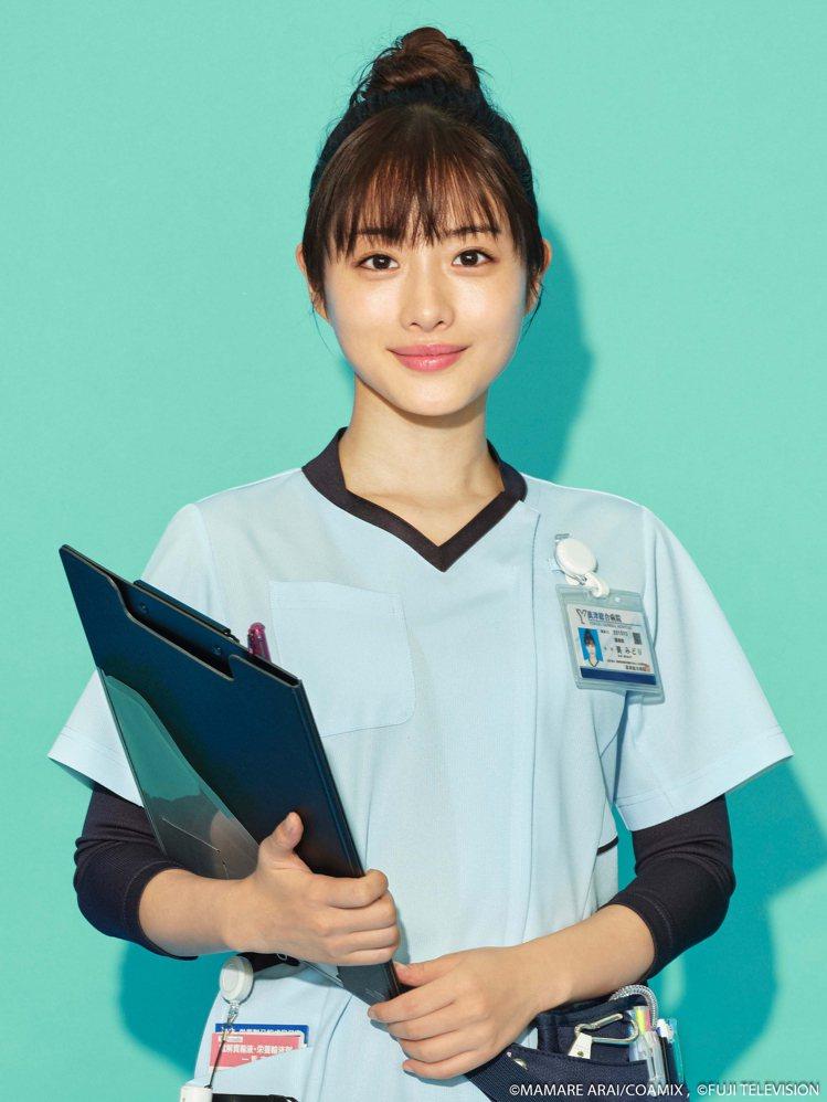 石原聰美首度挑戰藥劑師角色。圖/friDay影音提供