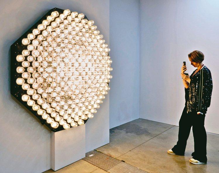 台北當代藝術博覽會豪華朗機工作品「日光域」。 圖/誠品畫廊提供