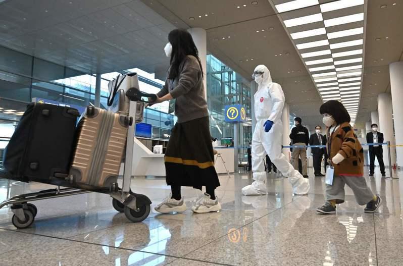 韓聯社報導,一名台灣女子2日進入南韓仁川機場後,5日被送到集中檢疫所隔離14天,但因為拒付費用,被送往南韓移民機關,5日晚間就遭遣返。示意圖/法新社