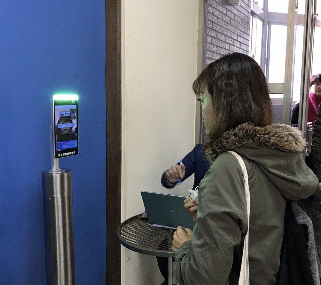 台灣觀光發展協會今日啟動「滾動式數位轉型觀光振興培訓教育專案」,入場啟用人臉體溫...