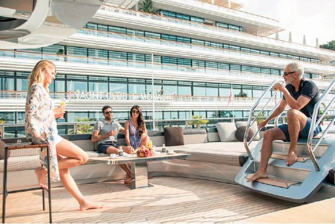 香港優勢遊艇Central Yacht提供非常私人又潔淨的旅遊及住宿空間,無需擔...